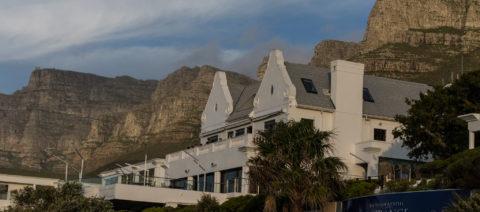 twevle-apostles-hotel-entrance